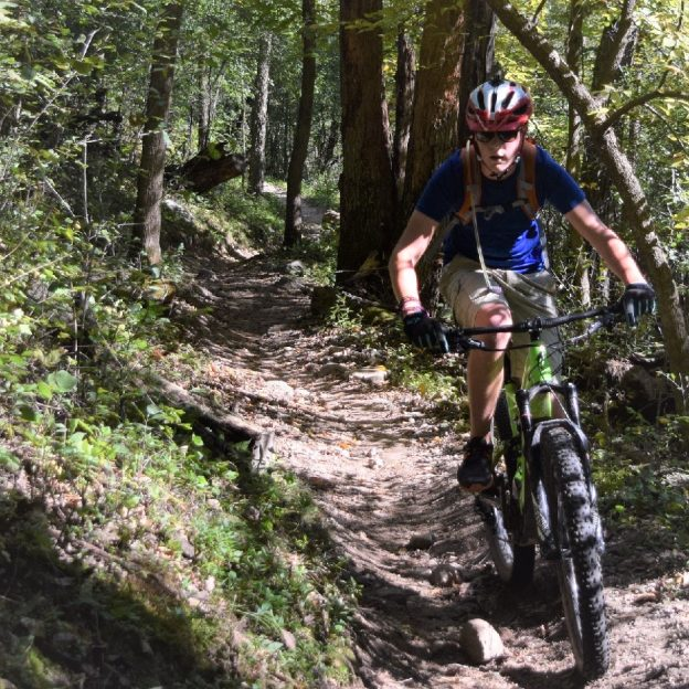 For many, the fun of mountain biking is going down hill. So how do you descend with speed and confidence? Find out here!