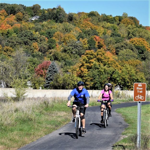 Riding the Minnesota Trail out of Mankato