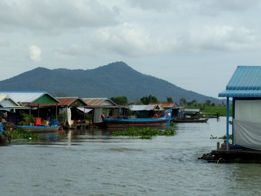 Floating village on the Tonle Sap River