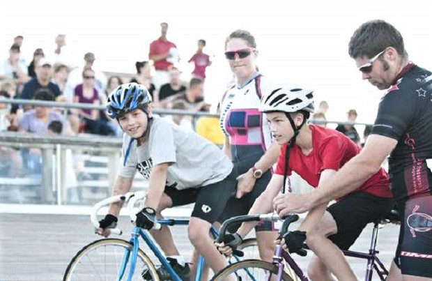 The schedule has several open sessions to try bicycle racing, even for kids.