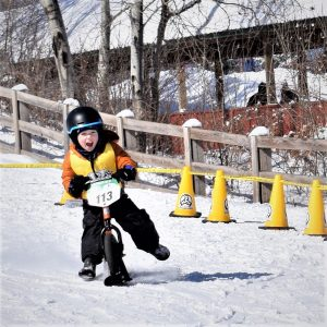 One of the coolestraces that puts more kids on bikes. The Strider Snow Cup, with skisattached to the bike wheels, produces a lot of winners.