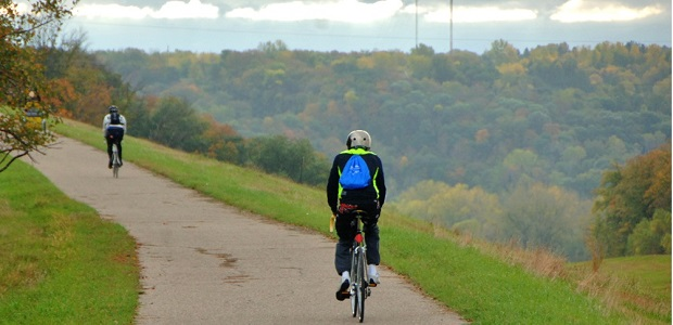 Find your next bike adventure in Mankato's scenic Minnesota River Valley with picturesque vistas as you ride the roads, recreational and mountain bike trails in the area.