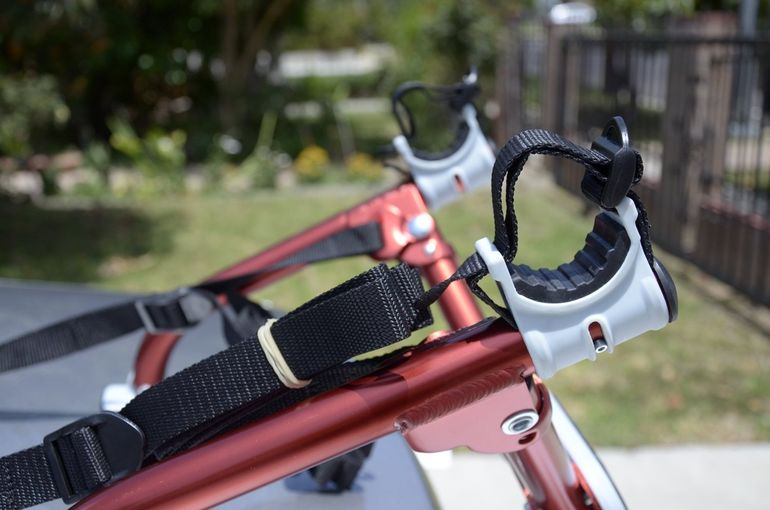 The AL01 features dual-compound cradle beds with individual tie-downs (photo: Allen Sports)